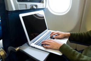 laptop sto aeroplano