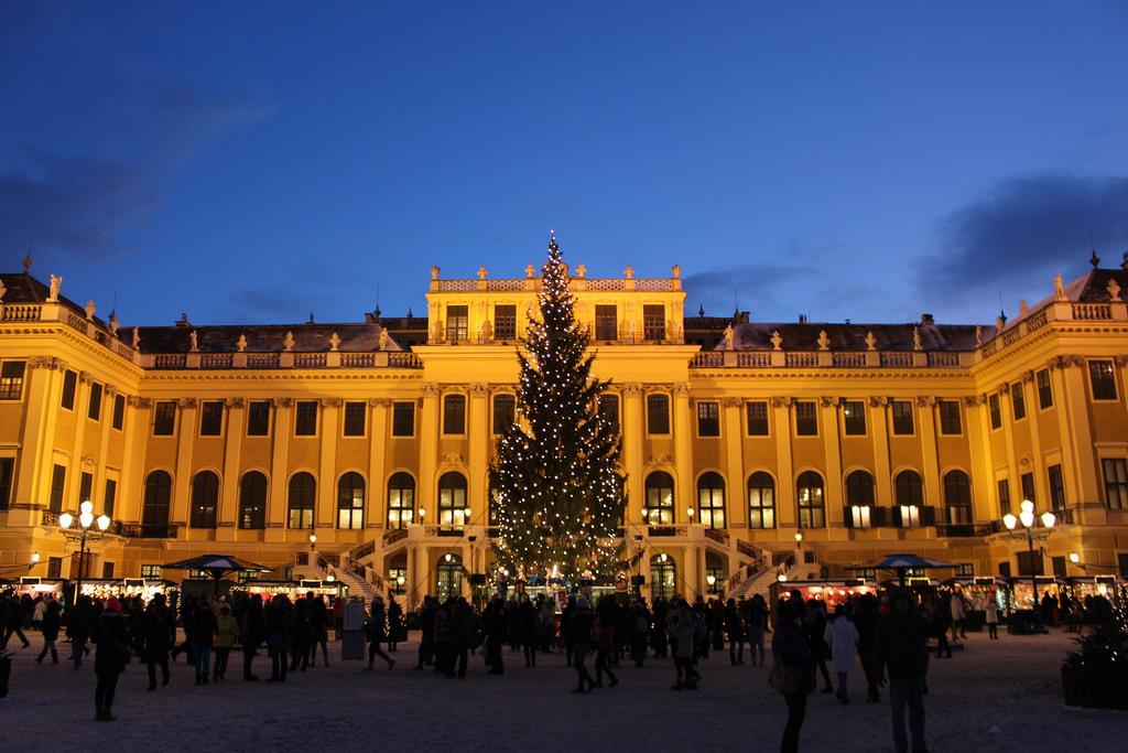Christmas Market at Schönbrunn 1
