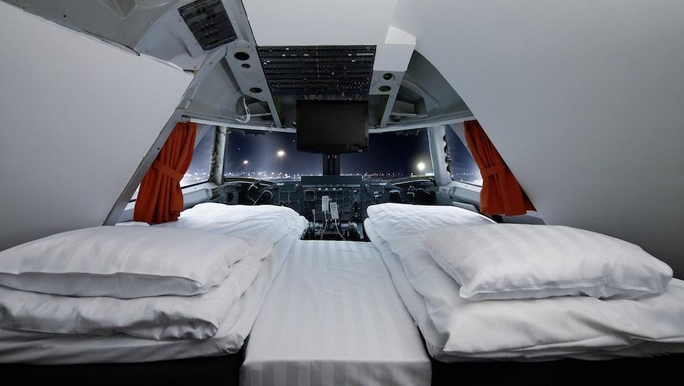 747-212B souidia xenodoxeio aeroplano